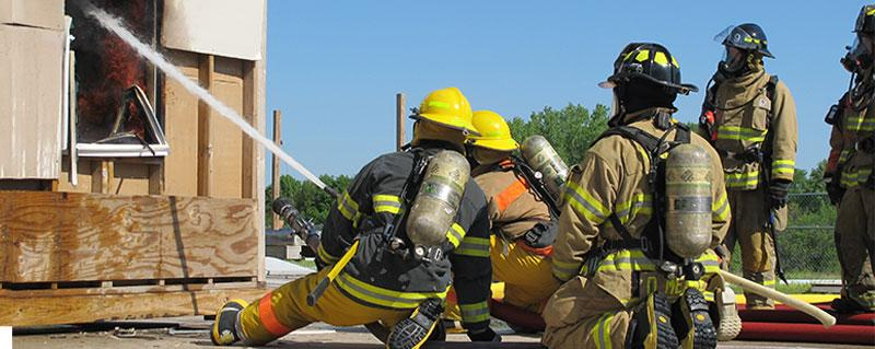 Southeast Community College fire fighter students