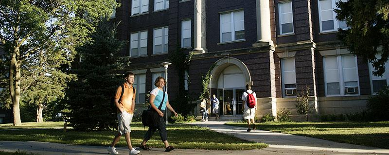 Students walking in front of Wayne State College building
